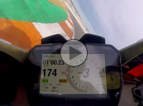 Ducati Panigale V4 - pokładowe nagranie z toru w Walencji