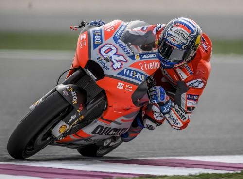 Testy MotoGP Kataru i dosłownie iskry się sypią