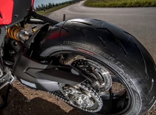 Pirelli Diablo Rosso Corsa. Ogrom doświadczeń WSBK dla twojego motocykla!
