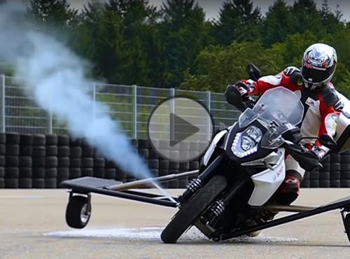 Motocyklowe dopalacze. Bosch testuje rewolucyjny system bezpieczeństwa [FILM]