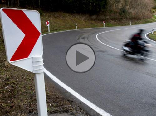 Bezpieczne znaki drogowe. Niemcy troszczą się o motocyklistów [FILM]