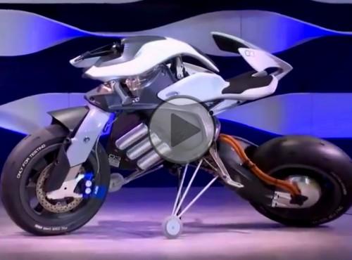 Samobalansujący motocykl Yamahy. Rewolucja czy sztuczna potrzeba? [FILM]