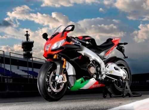 Lato gorących emocji z Aprilią. Ekscytujące włoskie motocykle w doskonałych cenach!