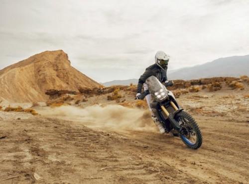 Yamaha Tenere 700 na piaskowych wydmach Maroka