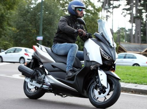 Yamaha pracuje nad wprowadzeniem airbagów do swoich skuterów