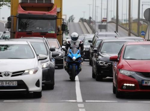 Specjaliści przekonują: korki znikną, jeśli przesiądziesz się na motocykl