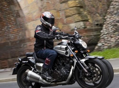 Yamaha postawi V-Maxa na trzech kołach? Wyciekły nowe szkice patentowe
