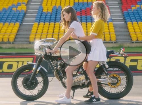 Jak jeździć na motocyklu. Najpiękniejszy film instruktażowy ever [FILM]