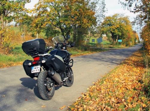 Jazda motocyklem jesienią. 5 ważnych zasad