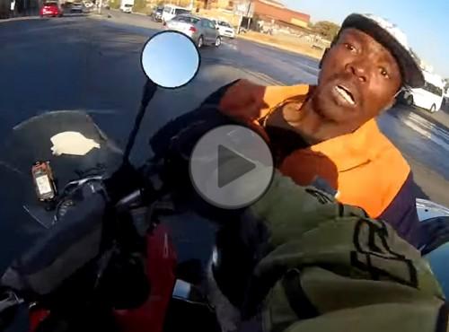 Motocyklista zapobiega kradzieży laptopa
