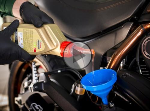 Olej w silniku motocykla - co warto wiedzieć? [FILM]