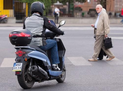 Polacy najchętniej poświęciliby pieszych... Dylematy moralne pojazdów autonomicznych