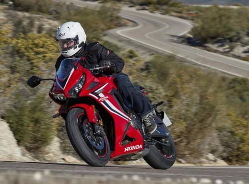 Dziś motocykl sportowy, jutro turystyczny. Ten system Hondy może być rewolucją!