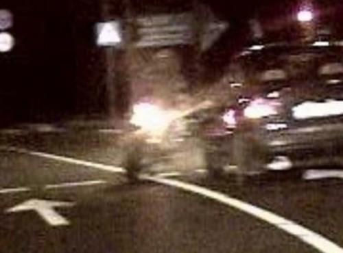 Pijany motocyklista bez prawa jazdy z podrobionymi tablicami ucieka przed policją! To nie żart, wydarzyło się naprawdę!