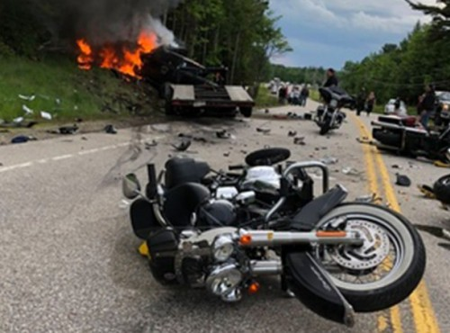 7 ofiar zderzenia pickupa z kolumną motocykli