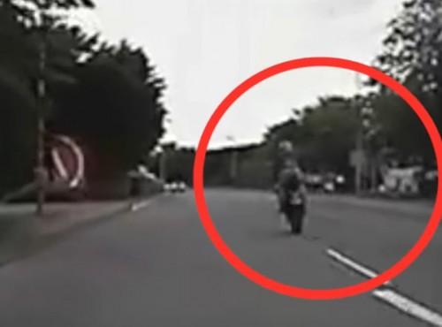 52-latek i robi takie rzeczy na motocyklu! Wiek to tylko liczba w dowodzie