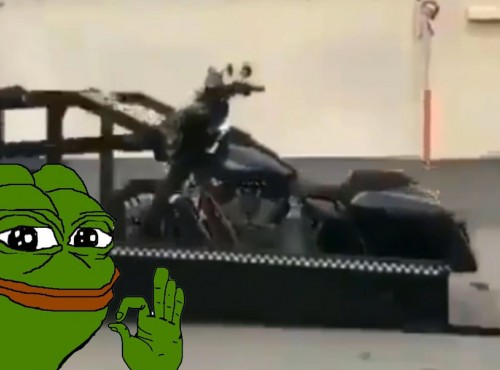 Efektowny podnośnik do ładowania motocykli [VIDEO]