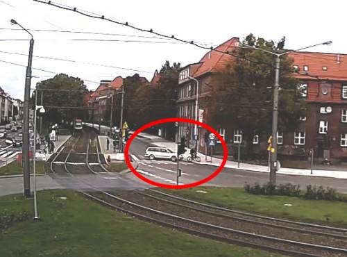 Brutalny napad na rowerzystę w Gdańsku. Pomóż odnaleźć sprawców! [FILM]