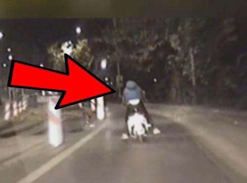 Wrocław: pijany Ukrainiec bez kasku uderzył skuterem w radiowóz rozmawiając przez telefon [FILM]