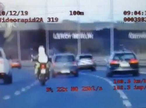 Poznań: pościg za motocyklistą na zakończenie sezonu [FILM]