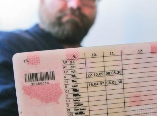 Polacy już nie chcą mieć prawa jazdy - liczba chętnych spada