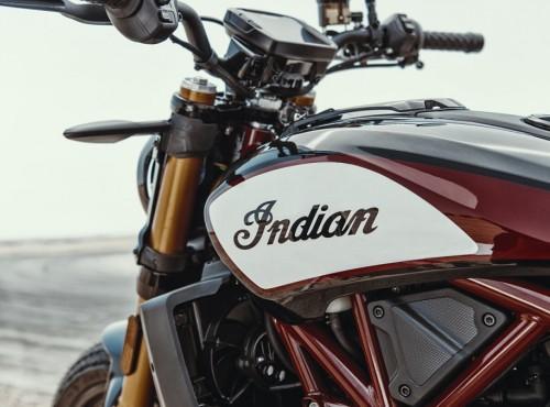 Indian pracuje nad motocyklem turystycznym