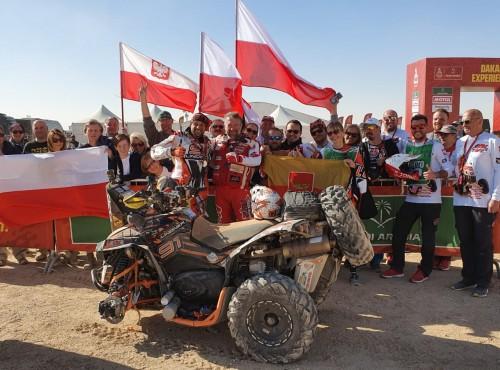 Rafał Sonik z dwoma trofeami na mecie Rajdu Dakar