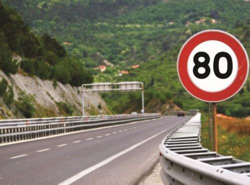 Czy prędkość faktycznie zabija? Samorządy podnoszą ograniczenia