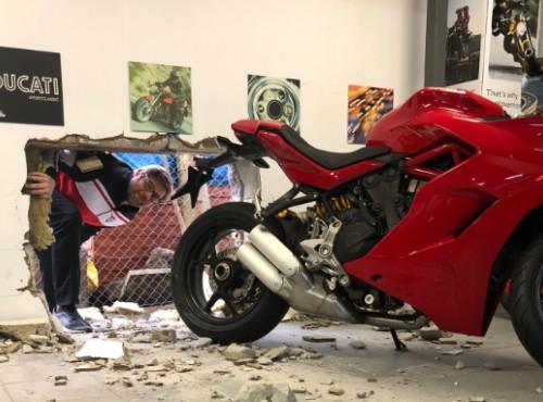 Włoska robota - zuchwała kradzież motocykla Ducati Panigale V4 R