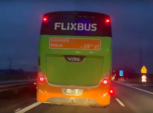 Kierowca autobusu zablokował przejazd karetki na autostradzie A4 [VIDEO]