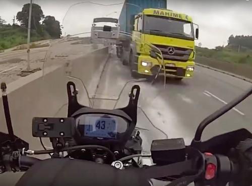 Próba kradzieży motocykla i ryzykowna ucieczka autostradą pod prąd [VIDEO]