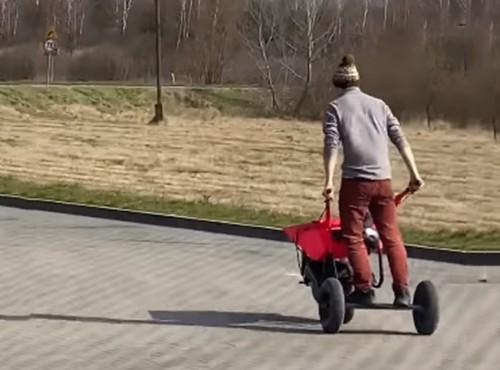 Moto-taczka, czyli sposób na bardzo szybkie i duże zakupy [FILM]