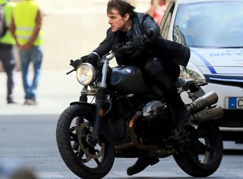 Tom Cruise uczy się jeździć na gumie! Ma do dyspozycji specjalne BMW G 310 GS