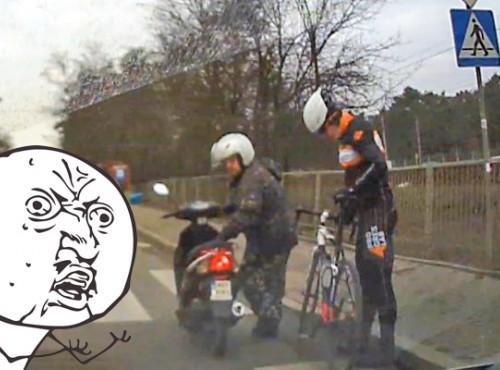 Skuter kontra rower. Kuriozalny wypadek na przejściu dla pieszych [FILM]