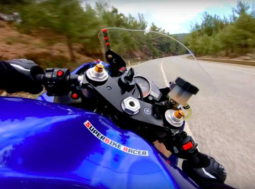 Yamaha R6 z quickshifterem i szybki przelot po winklach. Ten dźwięk! [VIDEO]