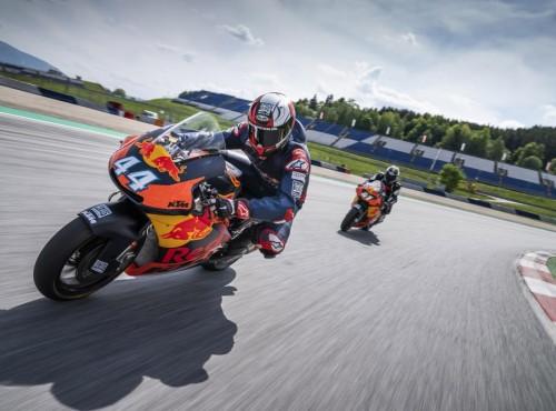 Marzysz o przejechaniu się po torze prawdziwym motocyklem Moto2? Teraz to możliwe!