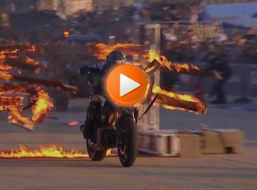 13 płonących ścian i twarda głowa. Dziwaczny wyczyn kaskaderski [VIDEO]