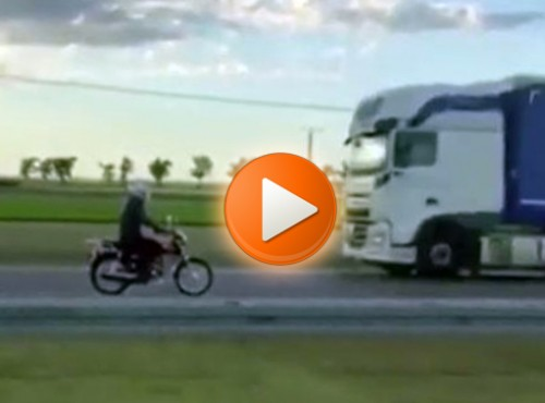 Motocyklem pod prąd na ruchliwej ekspresówce. Mrożąca krew w żyłach akcja na S5 [FILM]