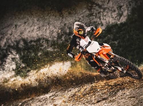 Motocykle KTM SX 2021 - nowy poziom technologii i wydajności