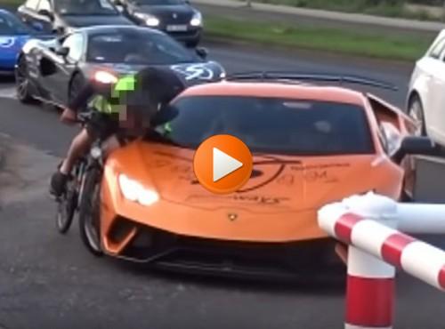 Kto tu zawinił: rowerzysta czy Lambo? Podchwytliwy quiz ze znajomości przepisów [FILM]