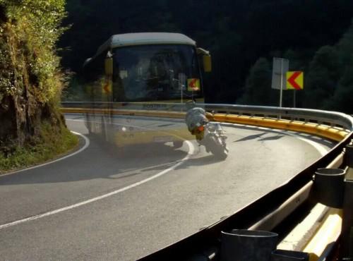 Jak jeździć motocyklem w zakrętach. Tor jazdy