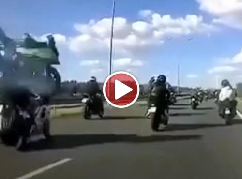 Wypadek motocyklistów w czasie grupowego przejazdu w Płocku [VIDEO]