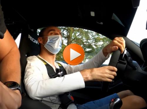 Samochodem czy motocyklem? Robert Kubica pokazuje jak jeździć po Nurburgringu! [FILM]