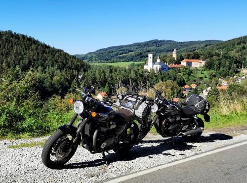 Najpiękniejsze trasy motocyklowe w Czechach. Gdzie spać, największe atrakcje [TURYSTYKA]