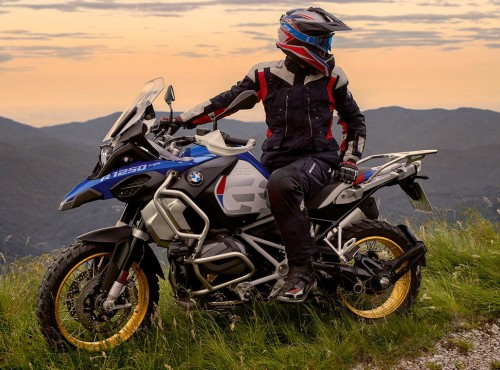 Jak długo na motocykl pracuje Polak, a jak długo Norweg, Czech i Islandczyk?