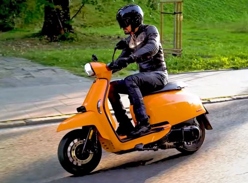 Lambretta V125 Special - stylowy skuter do miasta [VIDEO]