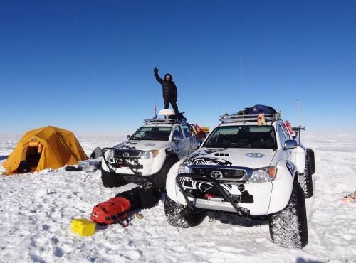 Czym jeździ się po Antarktydzie? Tylko jedna firma robi takie auta, wszystkie pracują na oleju Motul