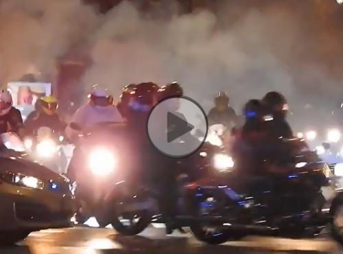 Przejazd motocyklistów podczas strajku kobiet w Warszawie. Ponad podziałami politycznymi