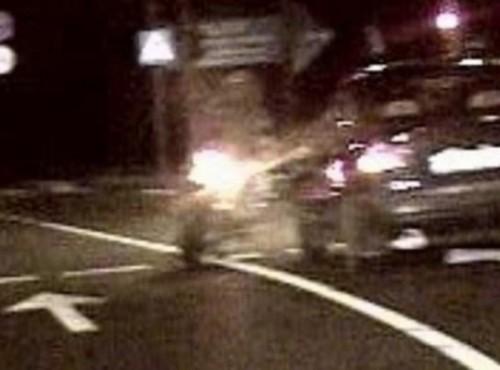 Ucieczka motocyklisty przed policją w Tarnobrzegu. Skasowany motocykl i radiowóz