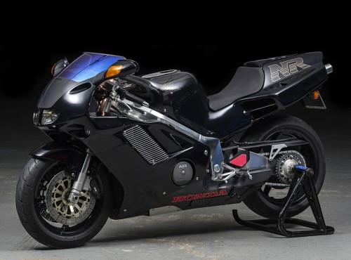 Honda NR 750 w czarnym malowaniu #2 wystawiona na sprzedaż. Cena może być astronomiczna
